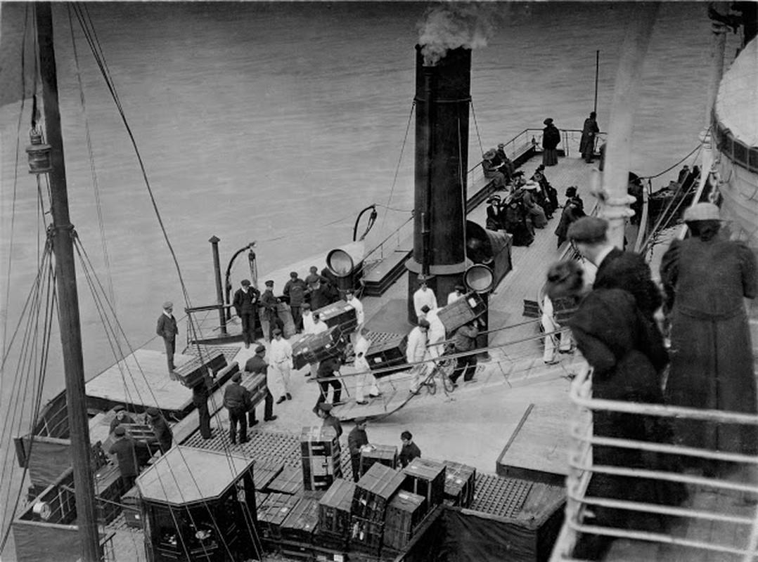 Khoanh khac dat gia tau Titanic huyen thoai truoc khi gap nan