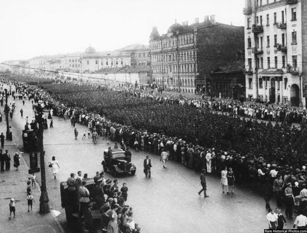 Anh hiem doi quan that bai cua Hitler di dieu pho o Moscow 1944-Hinh-2