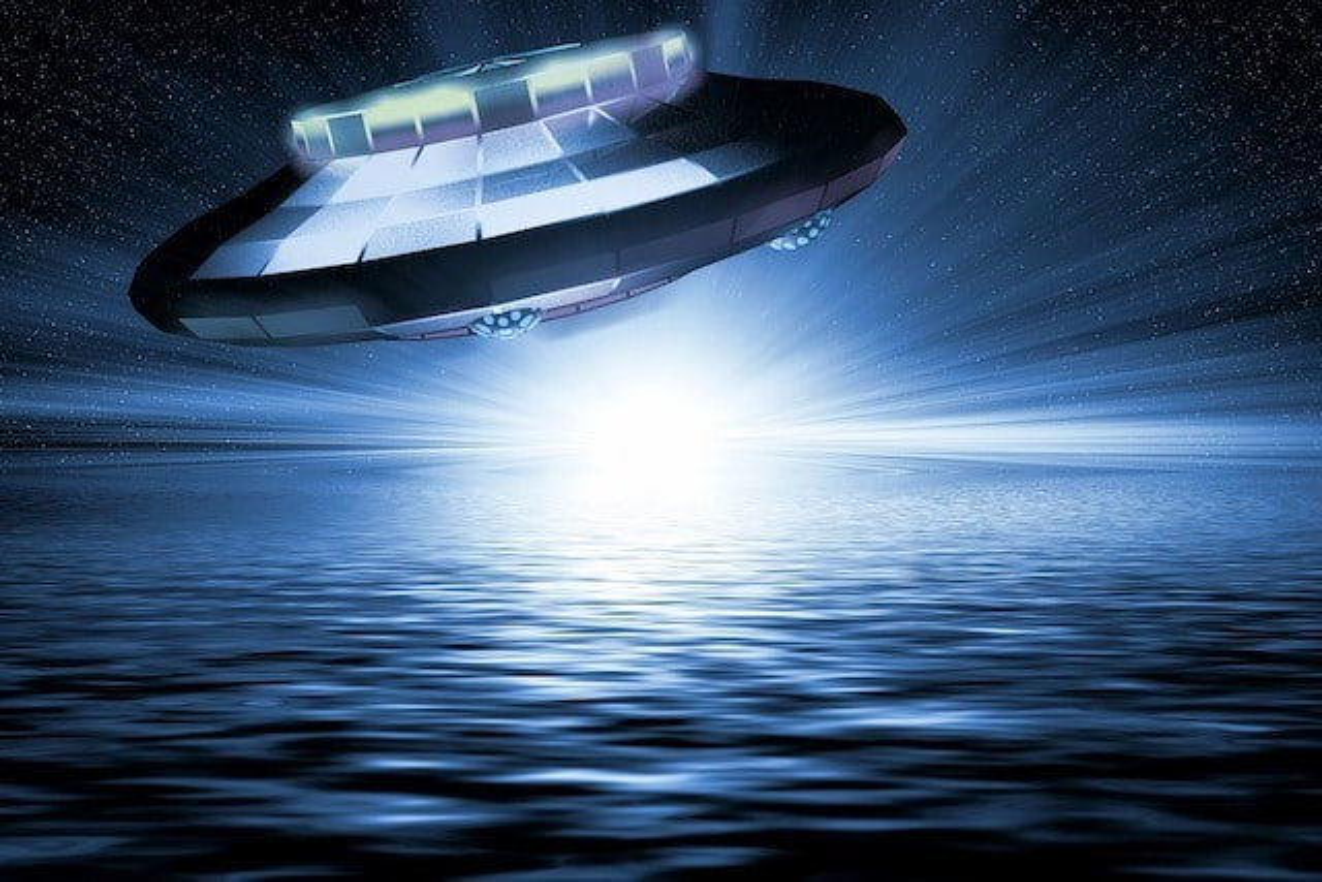 Ly ky UFO co hinh chu V xuat hien o My nam 1997-Hinh-2