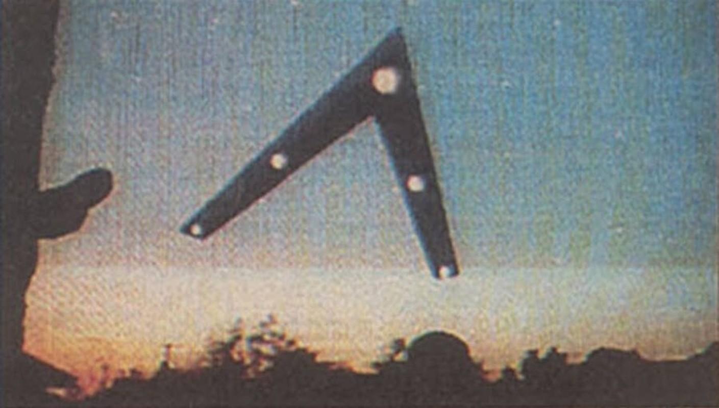 Ly ky UFO co hinh chu V xuat hien o My nam 1997