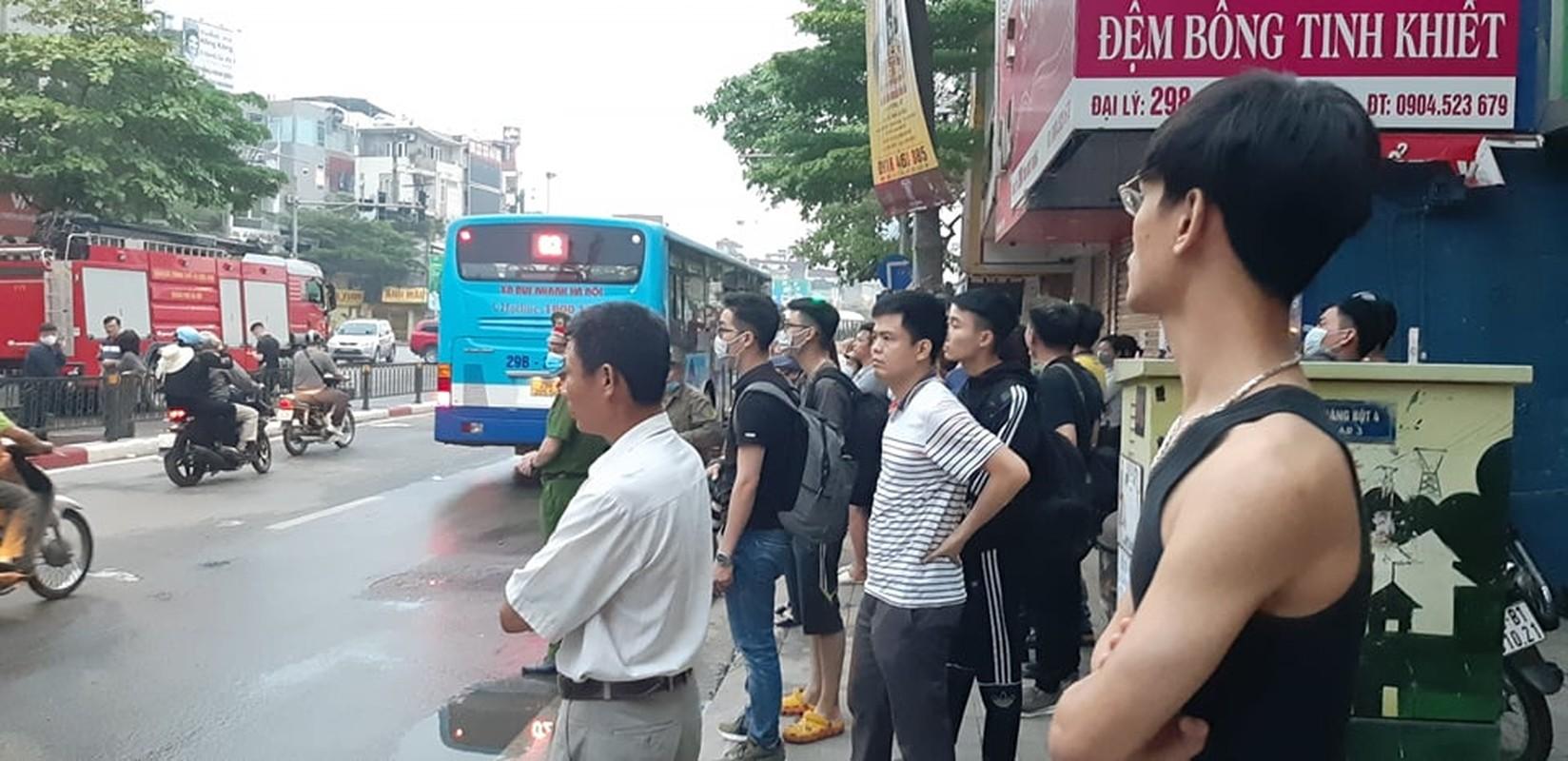 Chay lon cua hang do so sinh pho Ton Duc Thang-Hinh-4