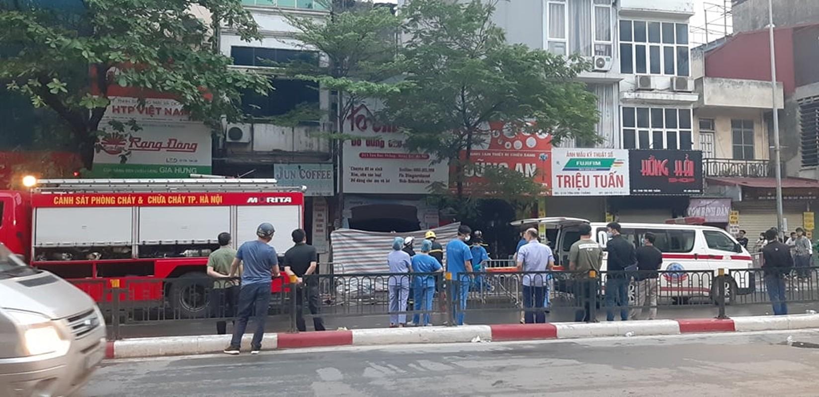 Chay lon cua hang do so sinh pho Ton Duc Thang-Hinh-5