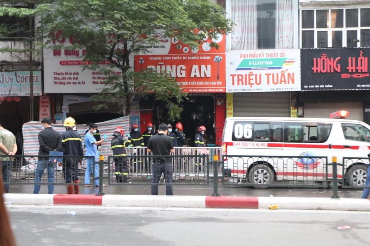 Chay lon cua hang do so sinh pho Ton Duc Thang-Hinh-7