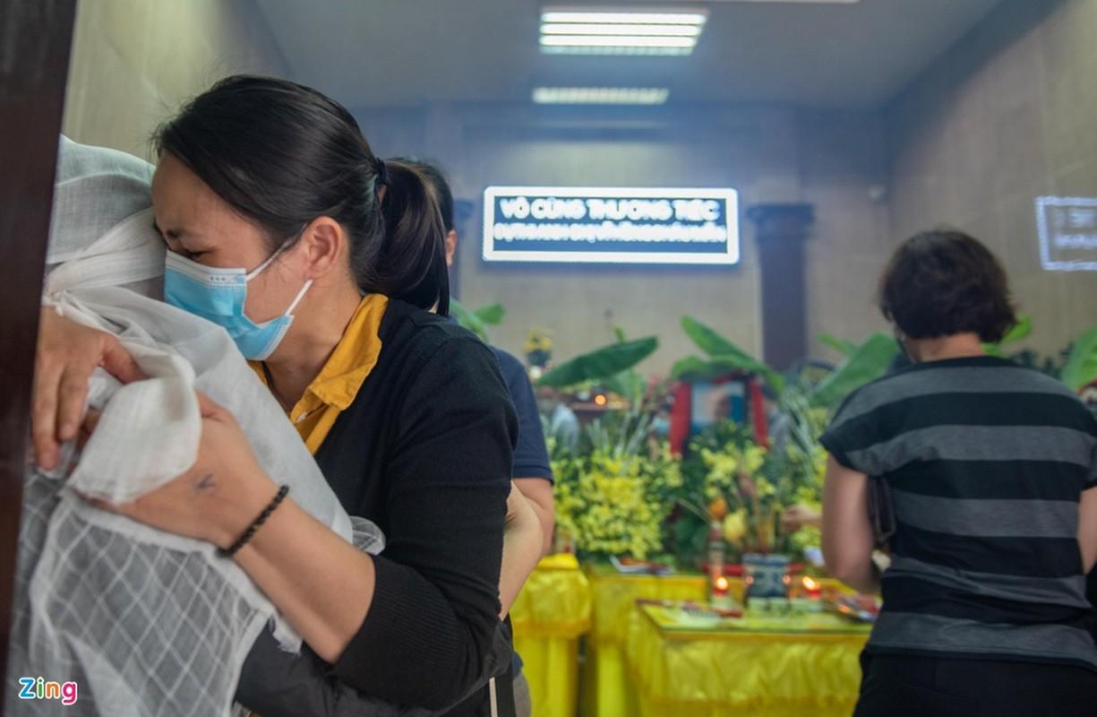 Nhieu hoc sinh mang hoa hong trang tien ban qua doi trong vu chay-Hinh-5
