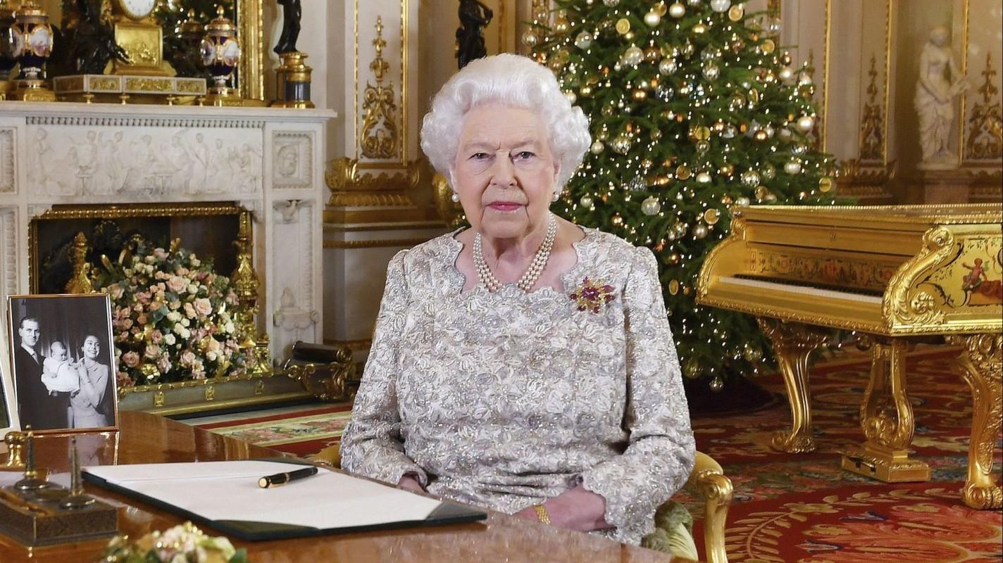 He lo thoi quen buoi sang cua Nu hoang Anh Elizabeth II-Hinh-6