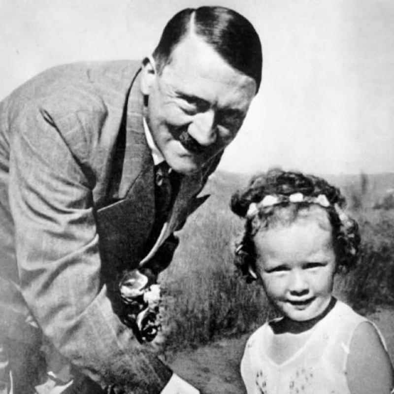 "Bieu cam ""la"" cua trum phat xit Hitler chup anh voi tre em-Hinh-9"