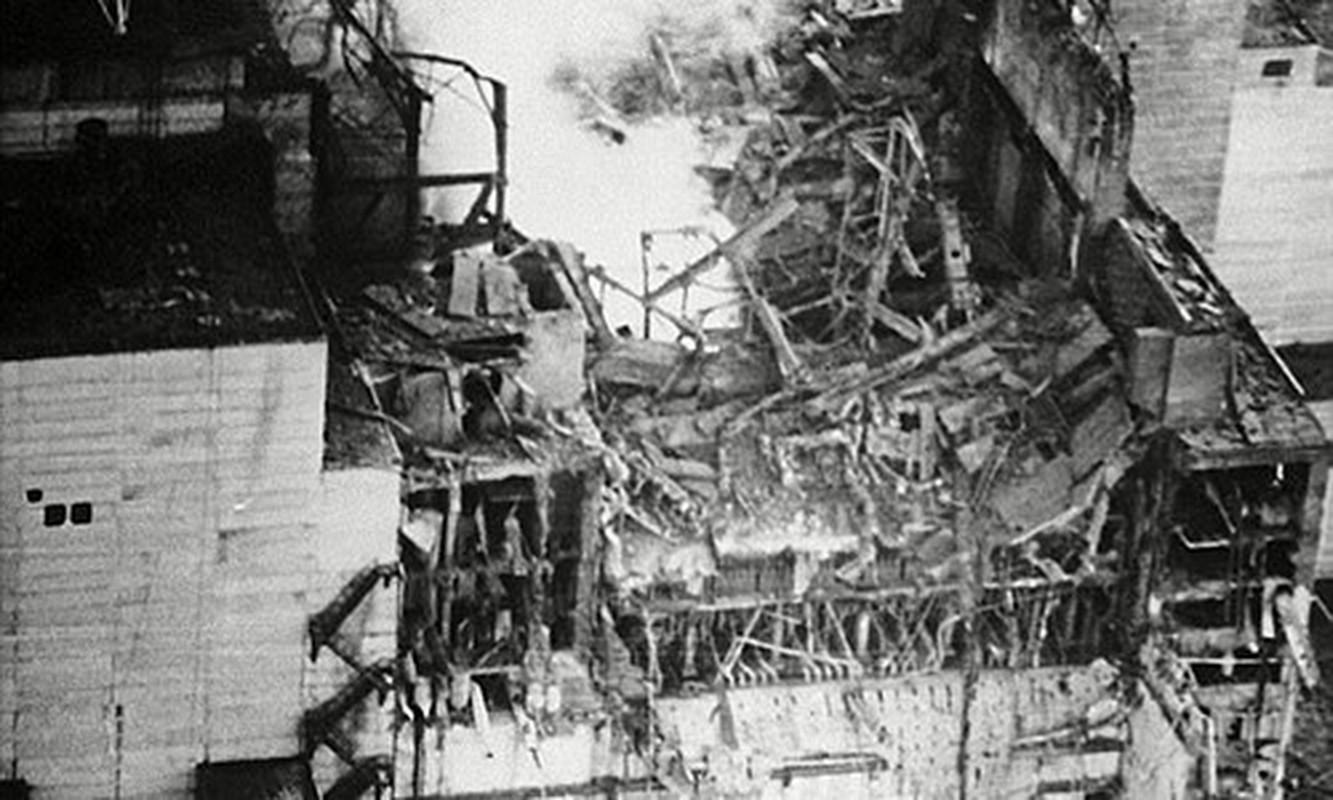 Nha may hat nhan Chernobyl co the phat no: Am anh tham hoa xua-Hinh-2