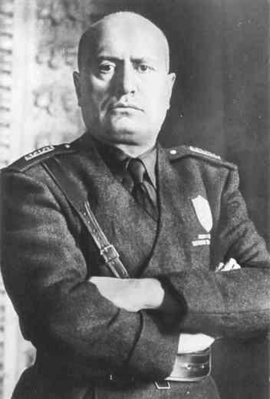 Kho tin mot phu nu am sat trum phat xit Italy Benito Mussolini-Hinh-10