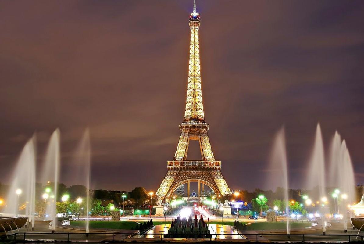 "Thap Eiffel suyt bi do bo: Lo ly do soc lien quan ""quai vat""-Hinh-11"