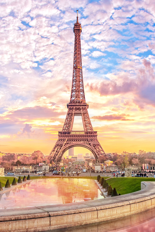 "Thap Eiffel suyt bi do bo: Lo ly do soc lien quan ""quai vat""-Hinh-2"