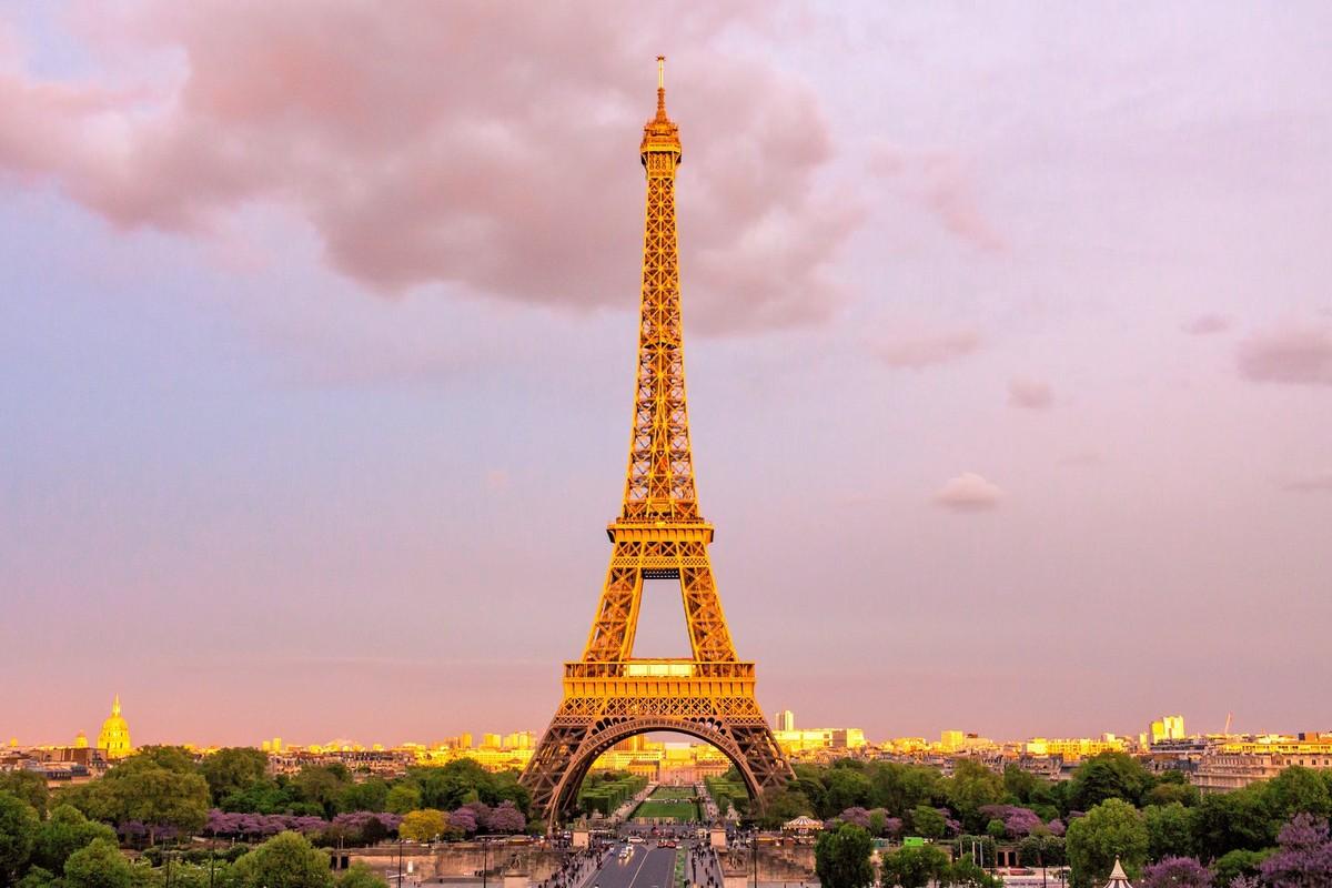 "Thap Eiffel suyt bi do bo: Lo ly do soc lien quan ""quai vat""-Hinh-3"