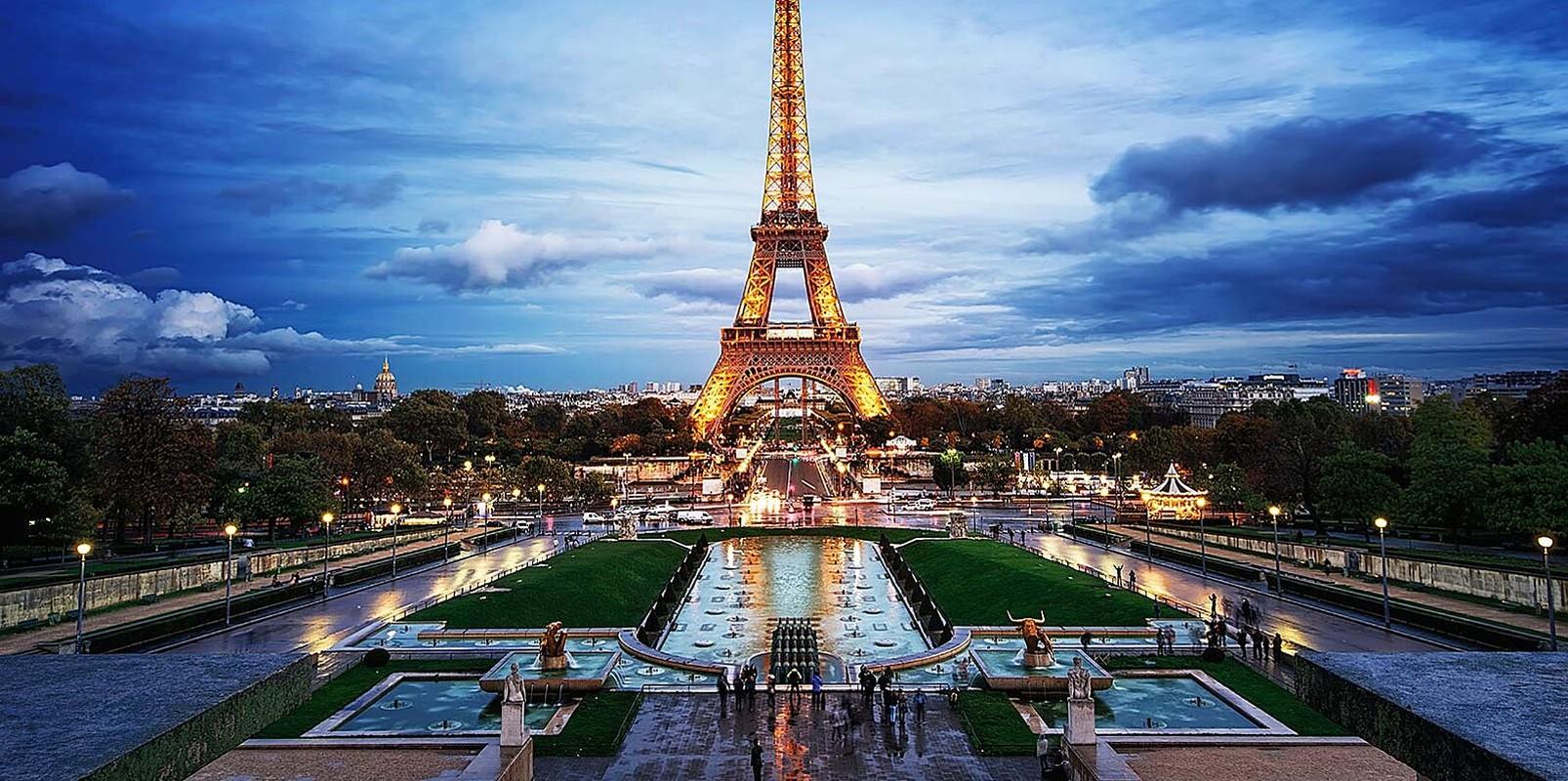 "Thap Eiffel suyt bi do bo: Lo ly do soc lien quan ""quai vat"""