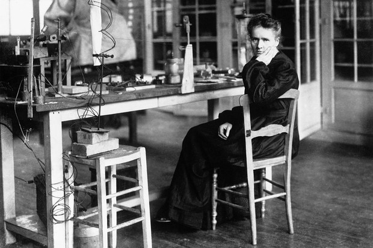 "Nha khoa hoc Marie Curie chet vi phat minh ""con de""?-Hinh-4"