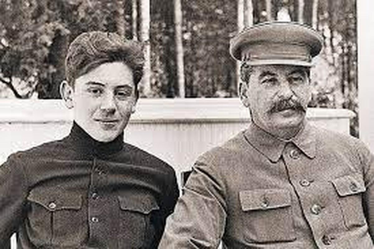He mo goc khuat cuoc doi con trai ut nha lanh dao Joseph Stalin-Hinh-11