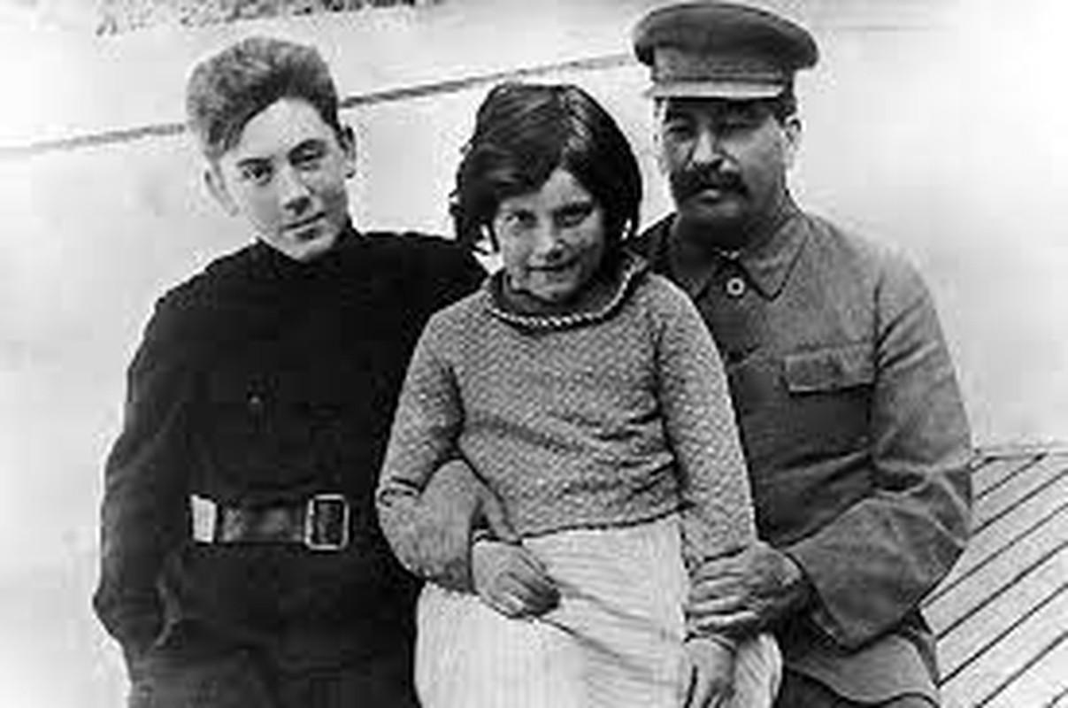 He mo goc khuat cuoc doi con trai ut nha lanh dao Joseph Stalin-Hinh-5