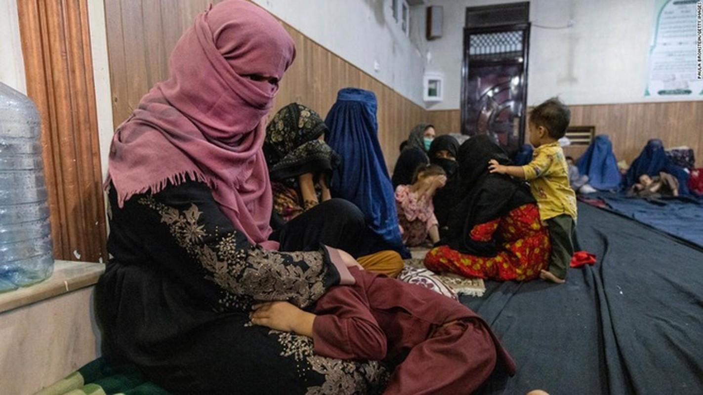 Cuc soc ly do phu nu Afghanistan bi Taliban ban chet bat cu khi nao