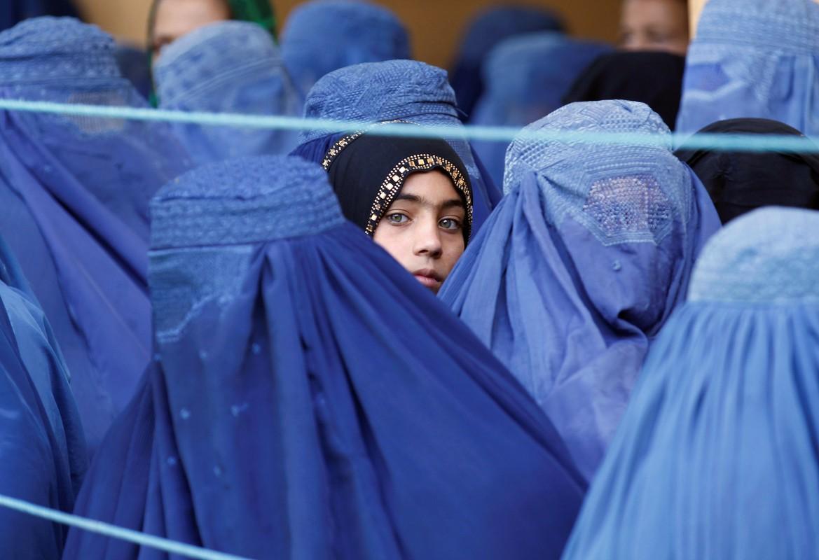 "Rung minh tuong lai ""ac mong"" cua phu nu Afghanistan khi Taliban nam quyen-Hinh-7"