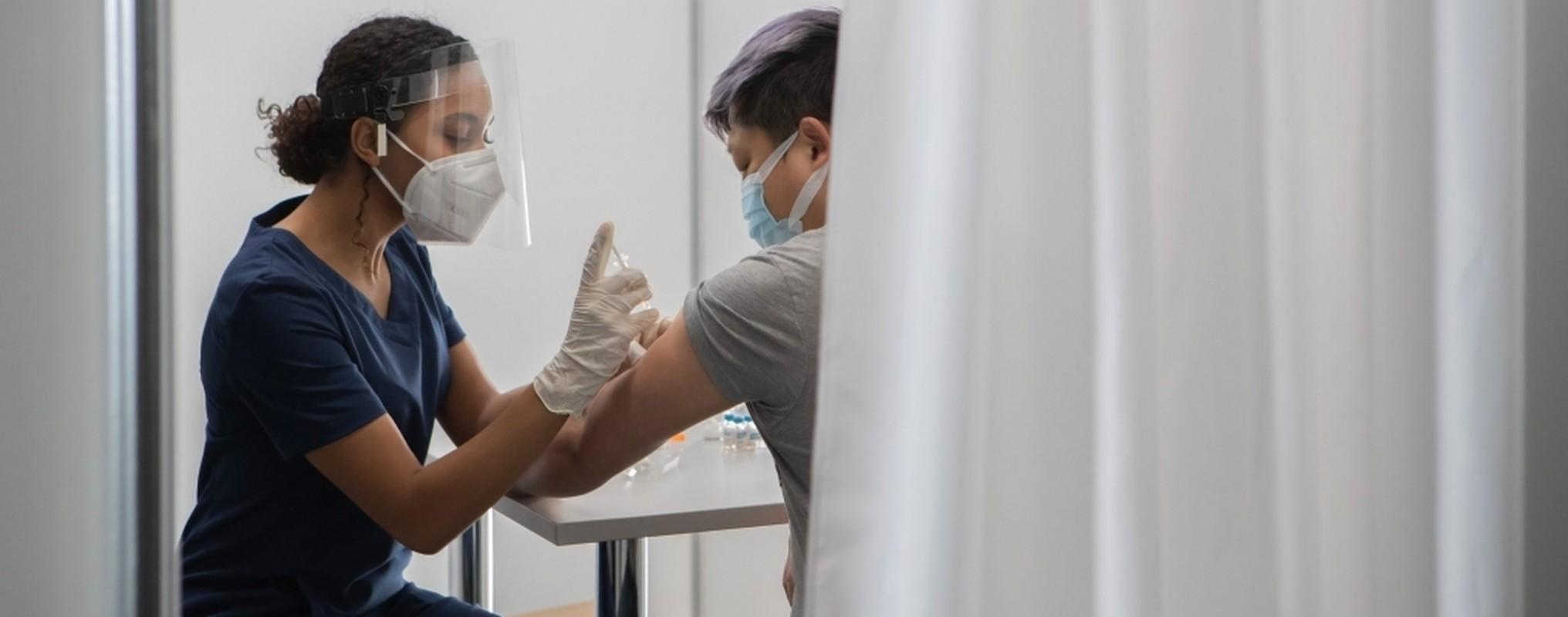 COVID-19: Tiem vac xin lieu 3, vi sao CDC chau Au khuyen khong can thiet?-Hinh-9