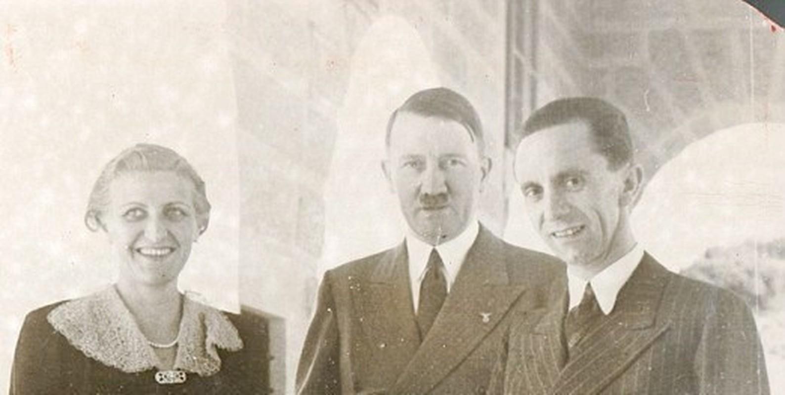 Trum phat xit Hitler cuong si vo cua cap duoi the nao?