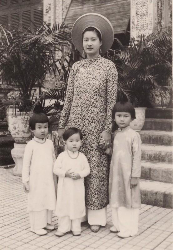 """Ne phuc man """"danh ghen"""" day kieu hanh cua Nam Phuong Hoang hau-Hinh-11"""