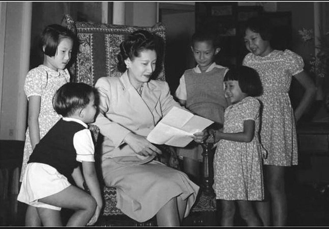 """Ne phuc man """"danh ghen"""" day kieu hanh cua Nam Phuong Hoang hau-Hinh-12"""