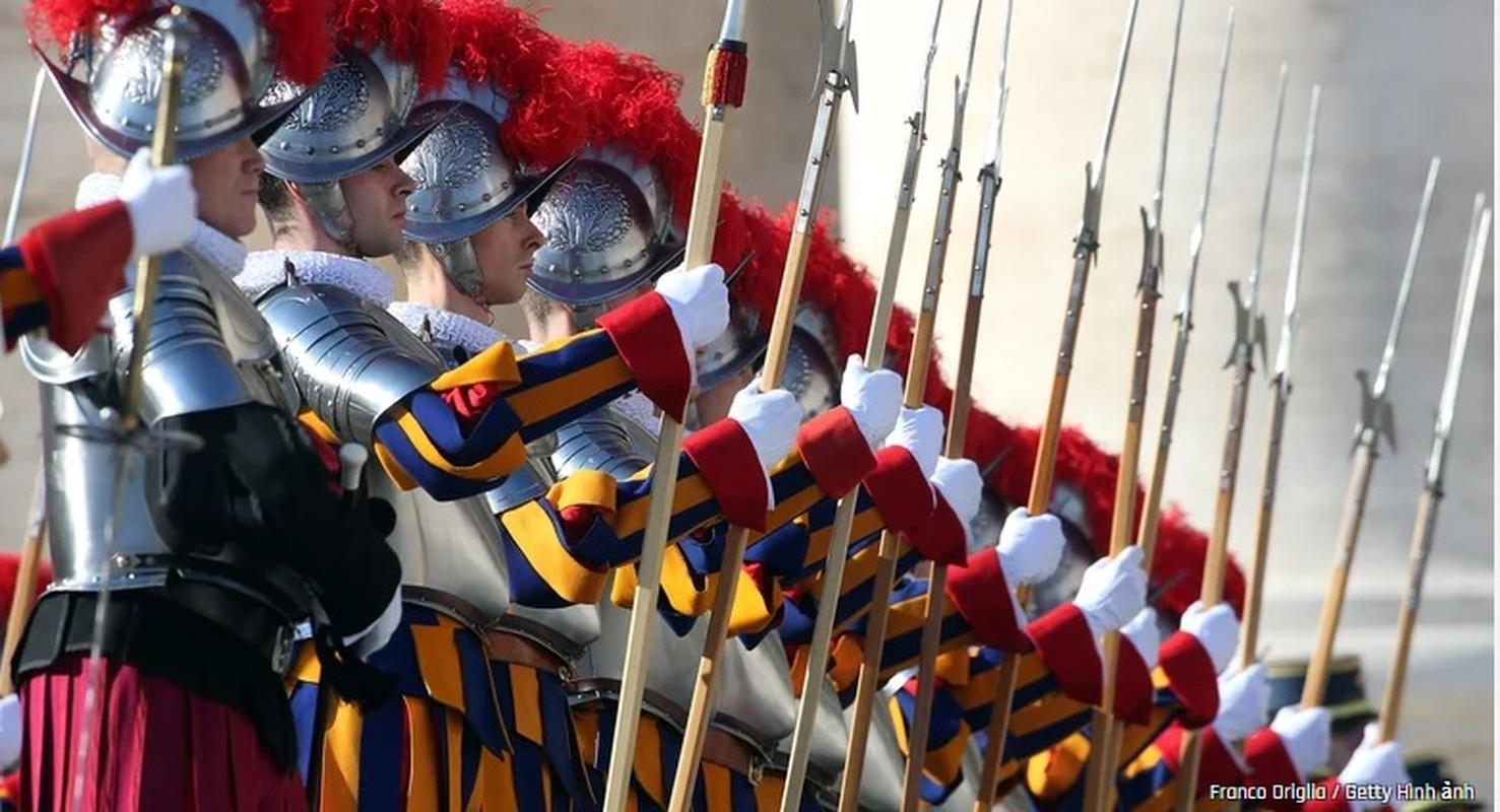 Bat mi doi ve binh bao ve an nguy cua Giao hoang Vatican-Hinh-4