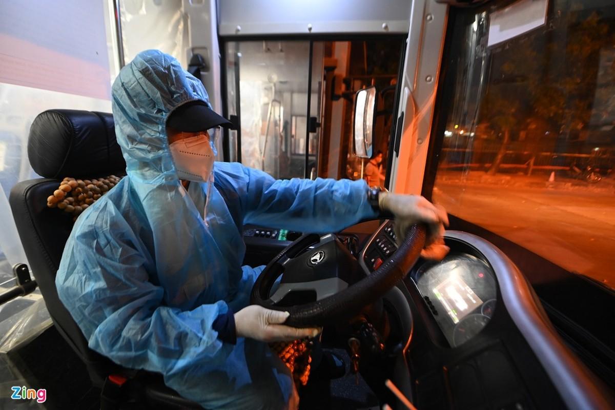 Hang tram xe buyt o Ha Noi cho ngay lan banh tro lai-Hinh-10