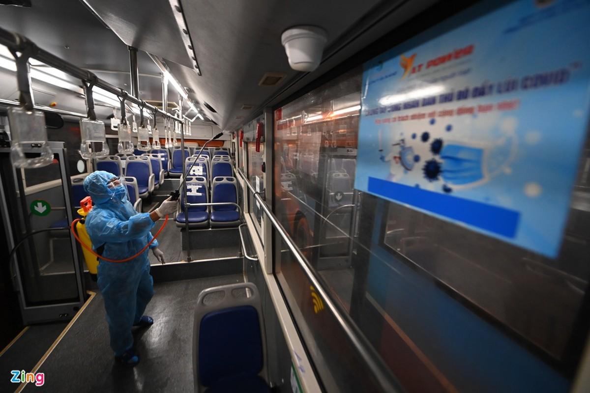Hang tram xe buyt o Ha Noi cho ngay lan banh tro lai-Hinh-11