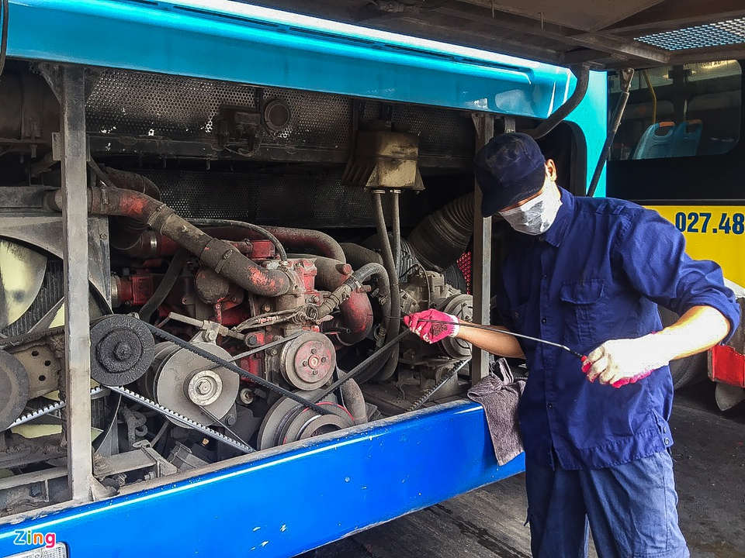 Hang tram xe buyt o Ha Noi cho ngay lan banh tro lai-Hinh-2