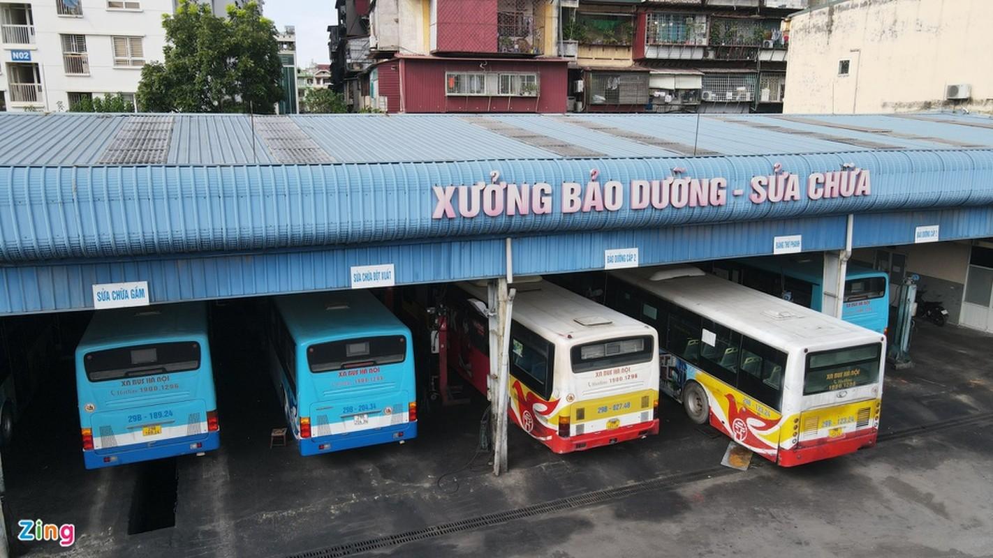 Hang tram xe buyt o Ha Noi cho ngay lan banh tro lai-Hinh-3