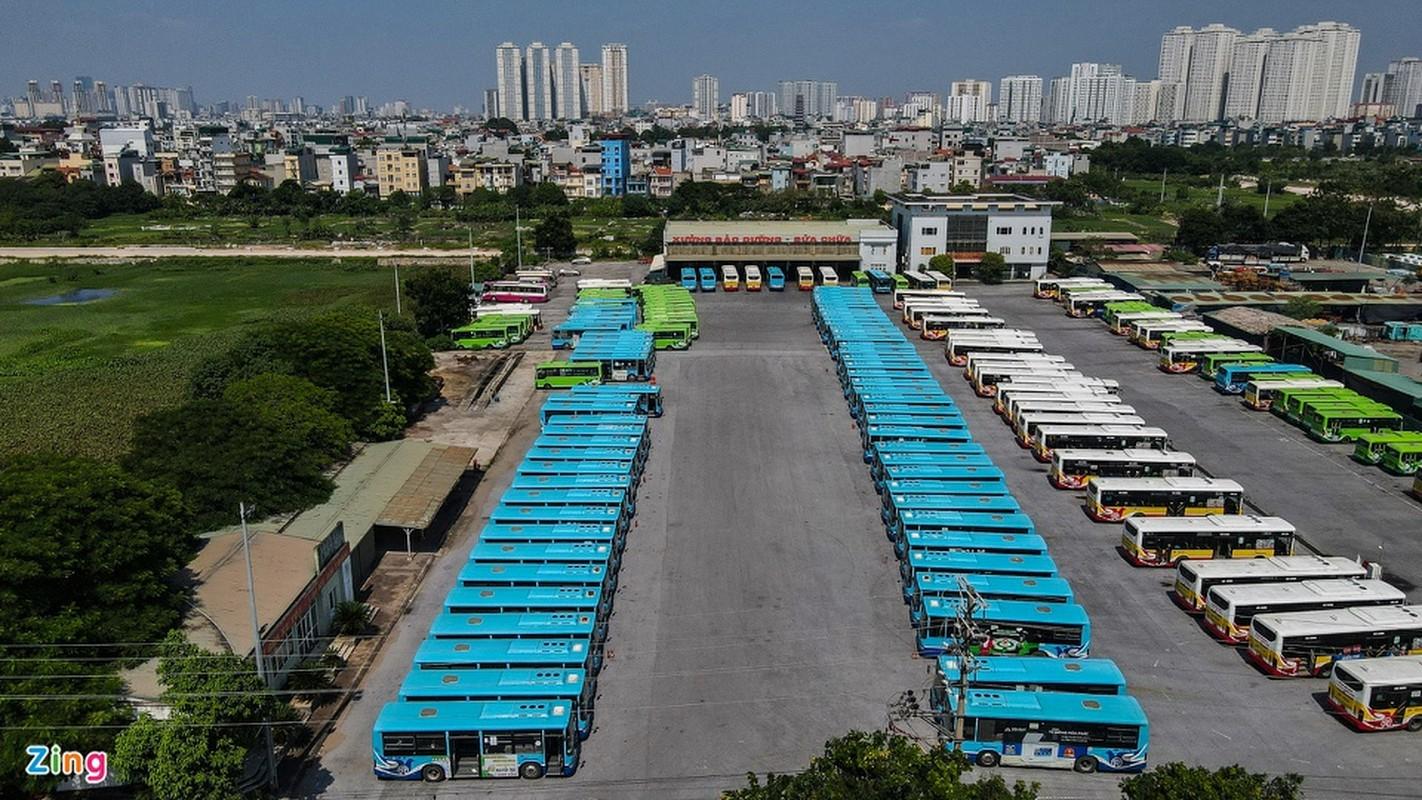 Hang tram xe buyt o Ha Noi cho ngay lan banh tro lai-Hinh-4