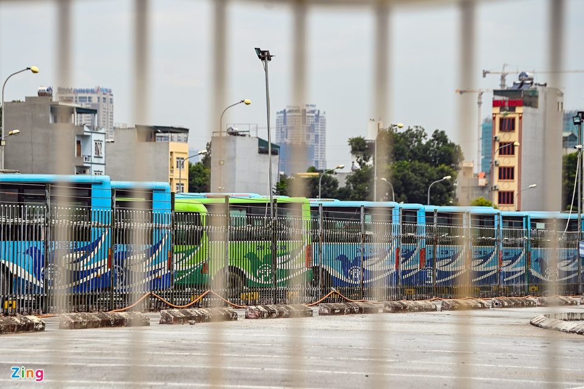 Hang tram xe buyt o Ha Noi cho ngay lan banh tro lai-Hinh-7