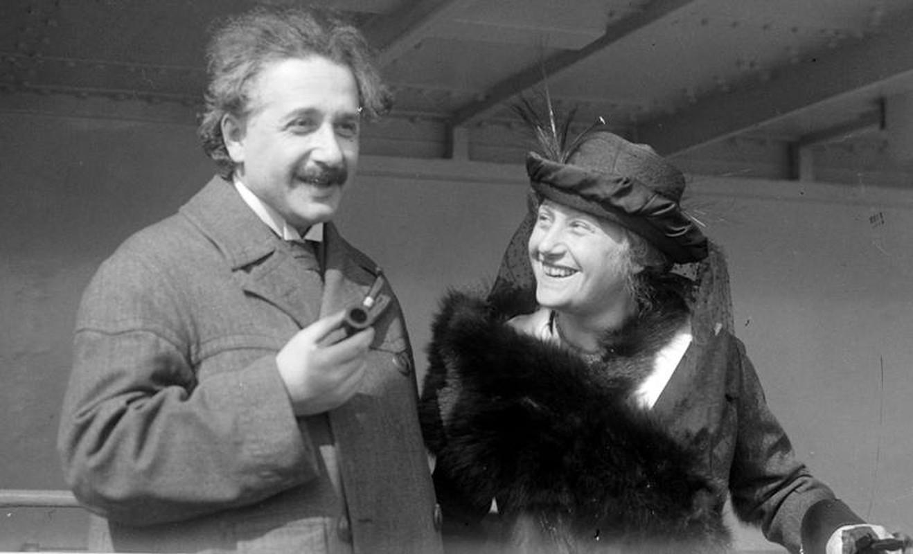 Bat ngo tinh ban dac biet giua Albert Einstein va vua he Sac lo-Hinh-8