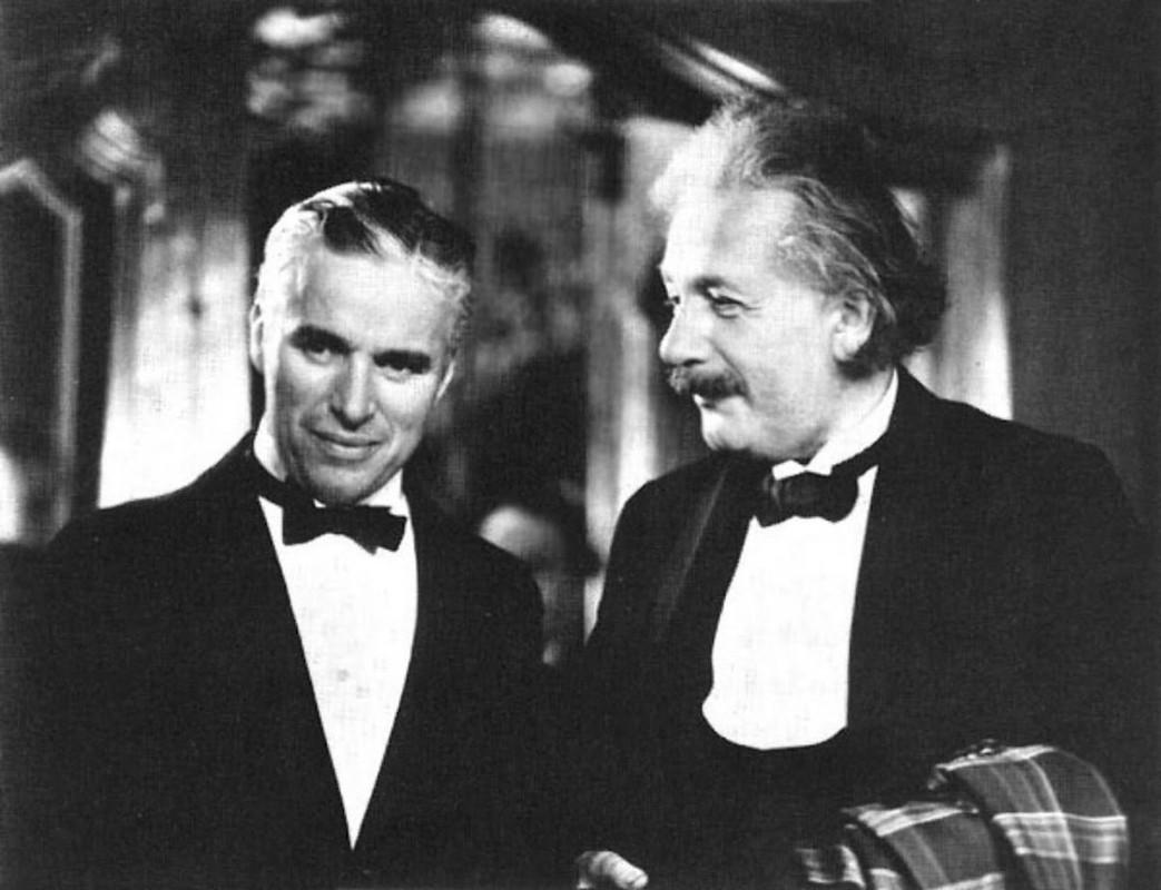 Bat ngo tinh ban dac biet giua Albert Einstein va vua he Sac lo