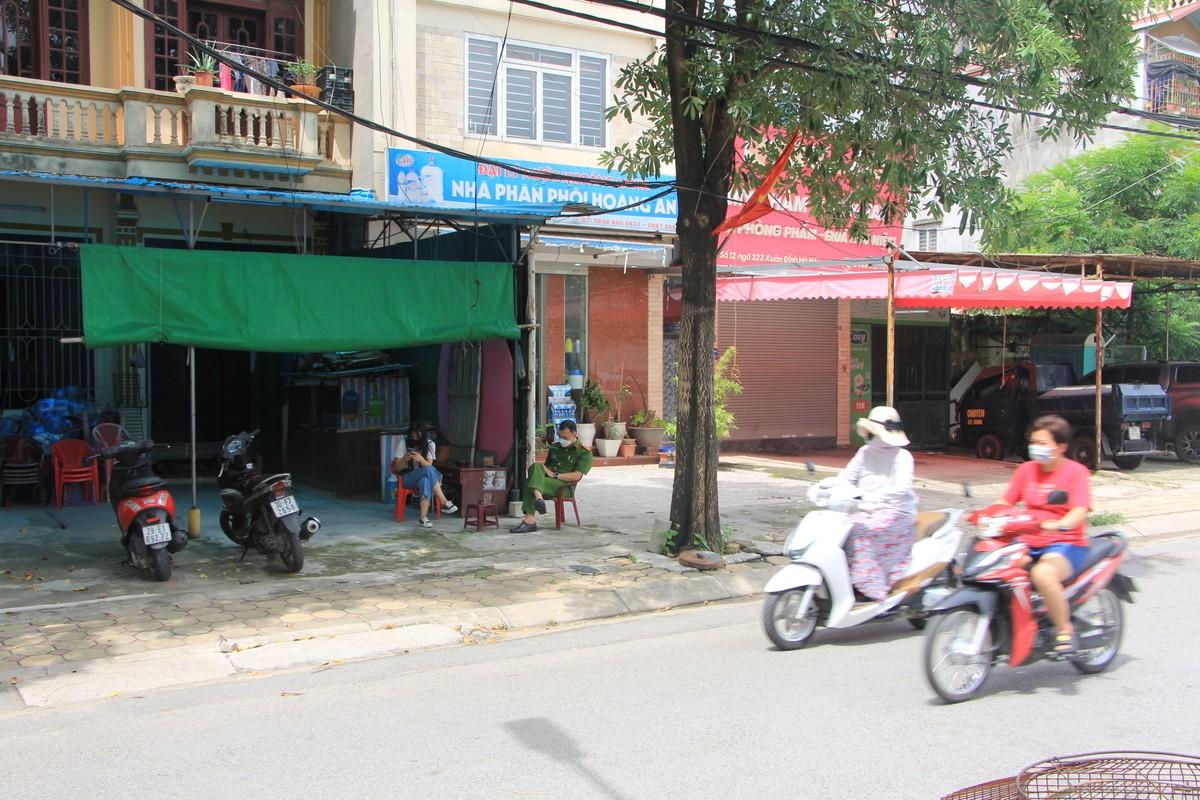 Ha Noi: Phong toa ngoi nha be gai 6 tuoi tu vong nghi bi bo bao hanh-Hinh-2