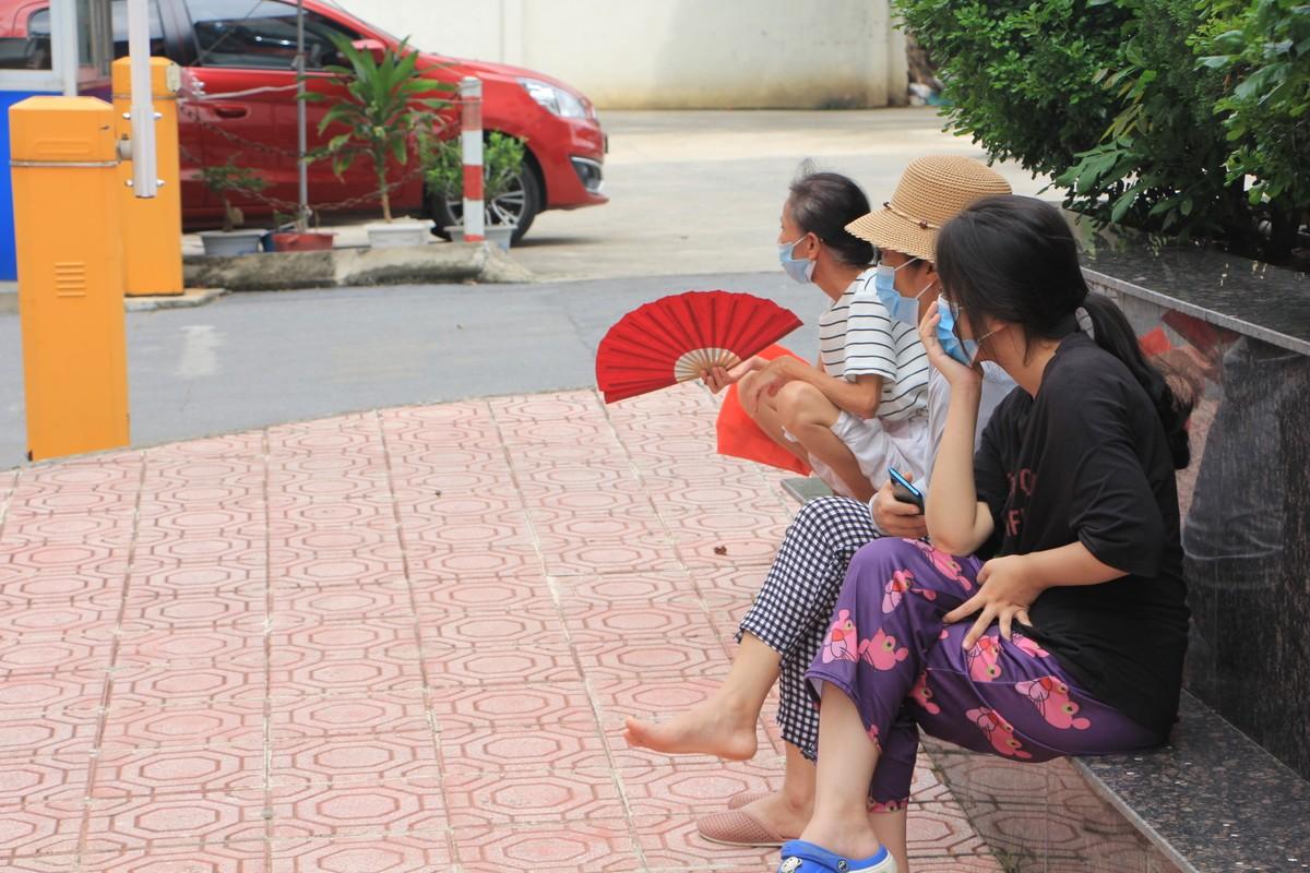 Ha Noi: Phong toa ngoi nha be gai 6 tuoi tu vong nghi bi bo bao hanh-Hinh-6
