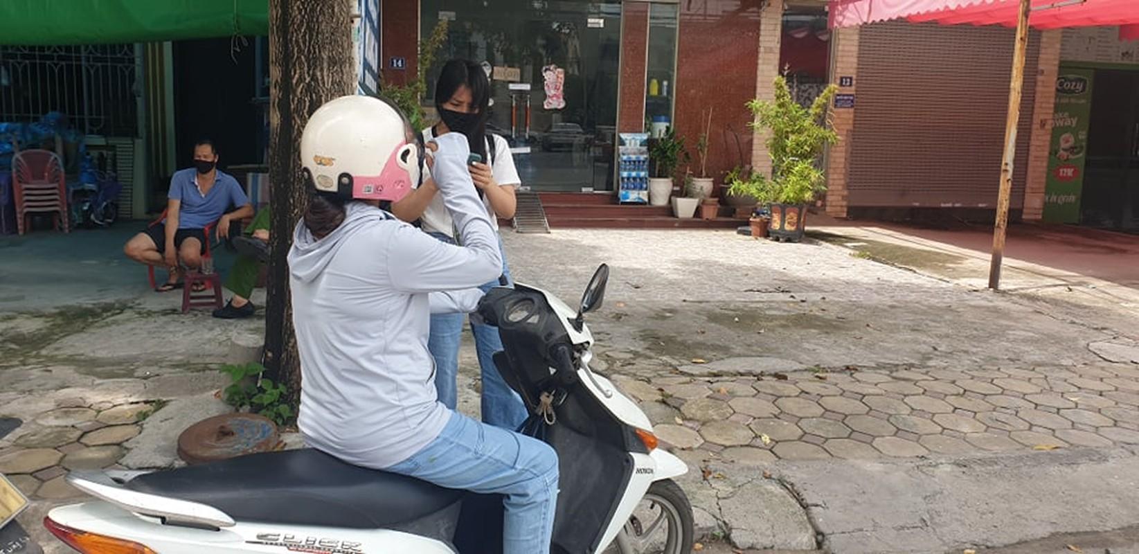 Ha Noi: Phong toa ngoi nha be gai 6 tuoi tu vong nghi bi bo bao hanh-Hinh-7
