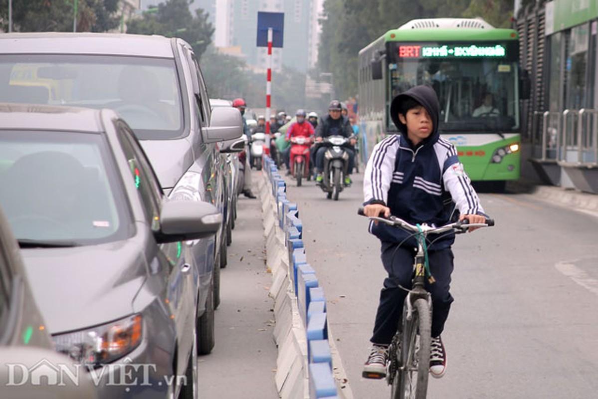 Ke dai phan cach cung, xe may van vo tu lan lan BRT-Hinh-10
