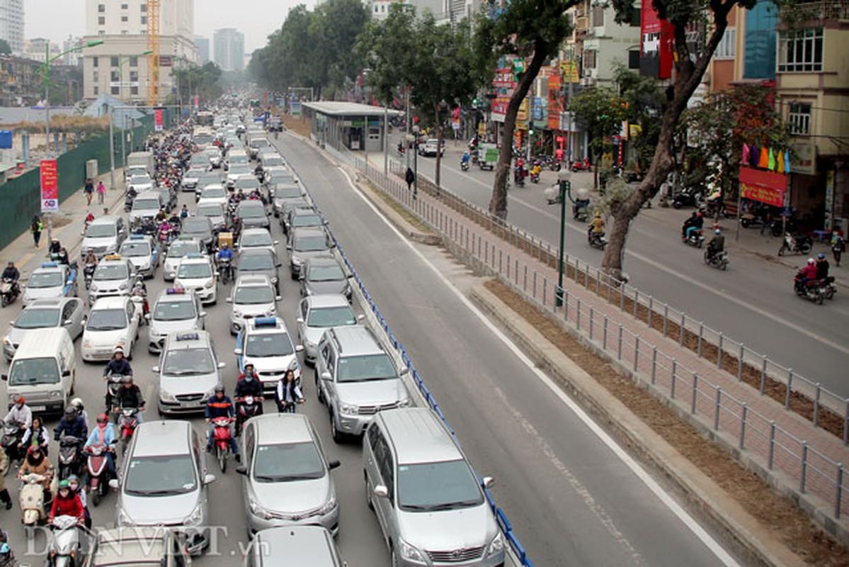 Ke dai phan cach cung, xe may van vo tu lan lan BRT-Hinh-11