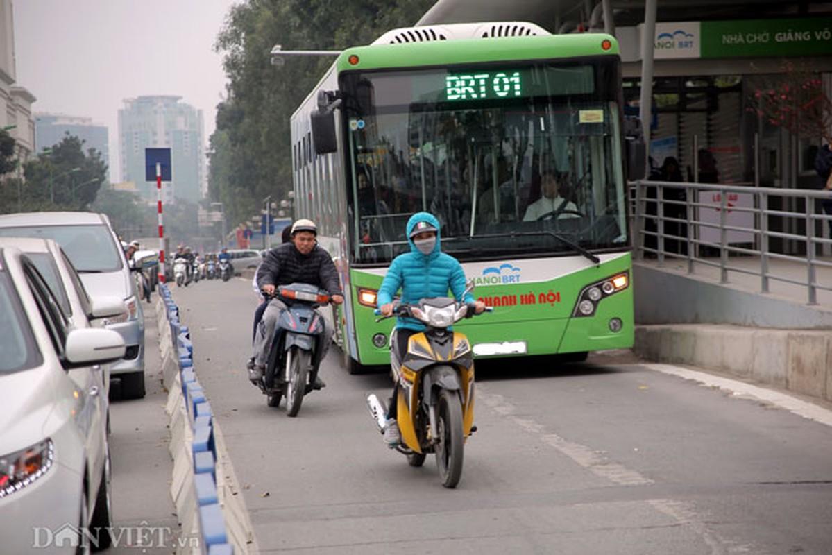 Ke dai phan cach cung, xe may van vo tu lan lan BRT-Hinh-2