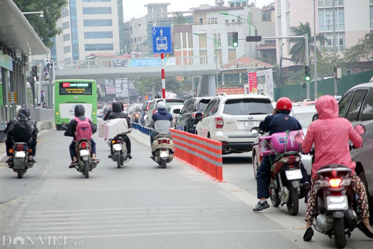 Ke dai phan cach cung, xe may van vo tu lan lan BRT-Hinh-4
