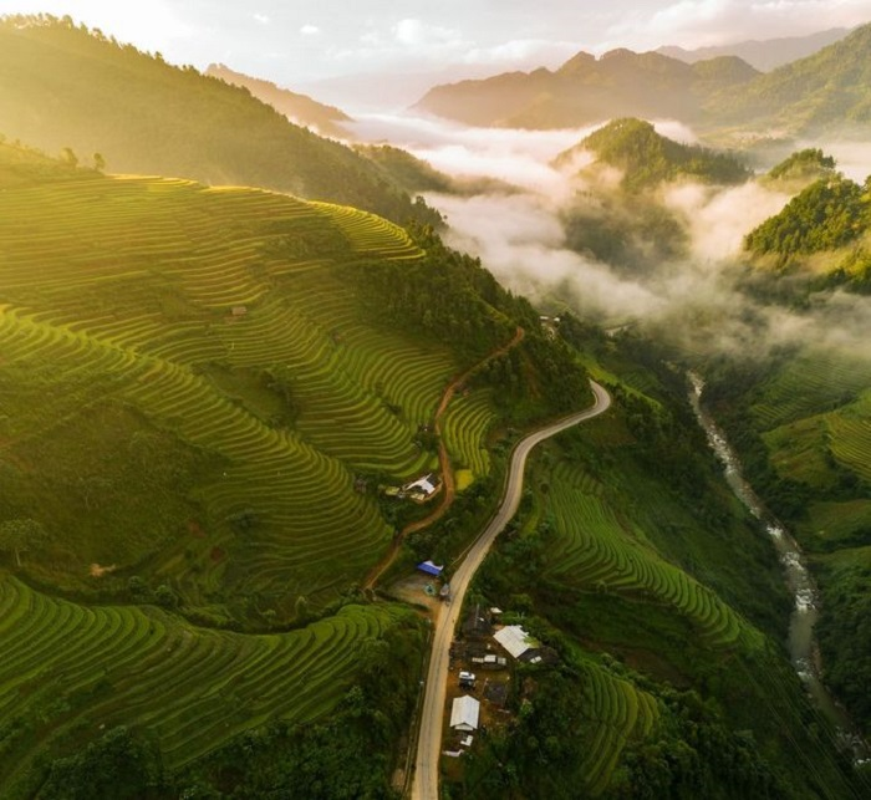 Rung minh cung deo Khau Pha quanh co, doc dung nhat Viet Nam