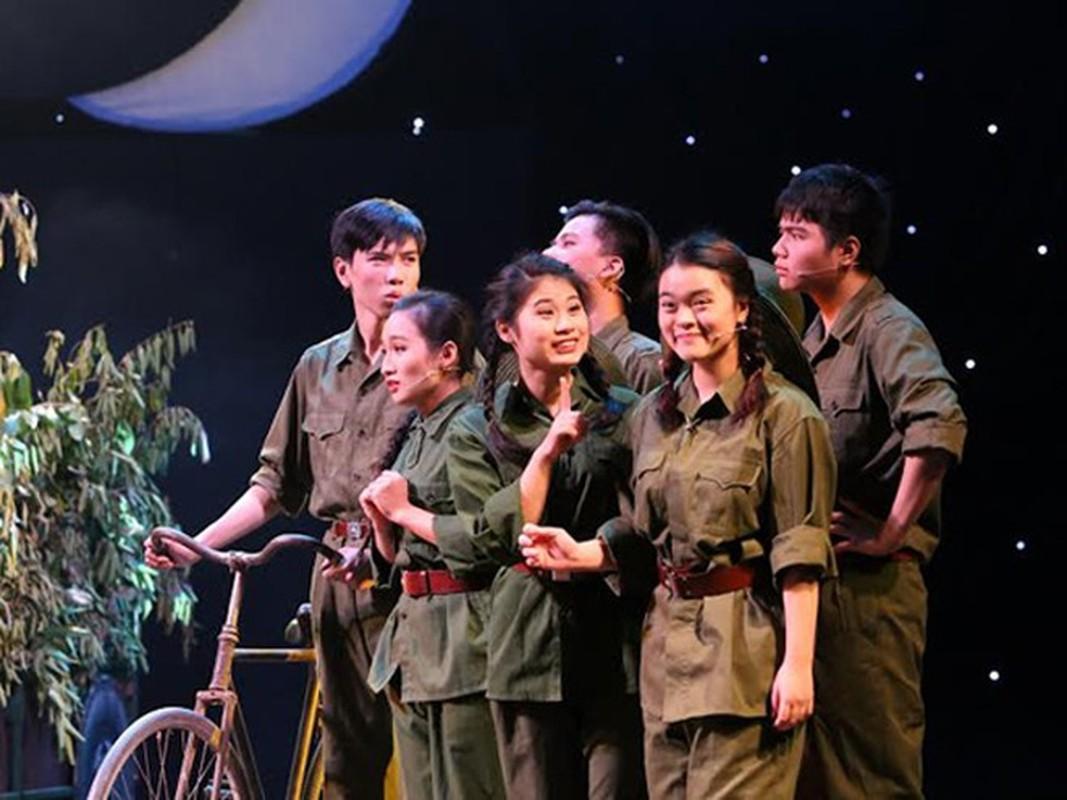"""Tinh dep va """"la"""" trong Manh trang cuoi rung cua Nguyen Minh Chau-Hinh-9"""