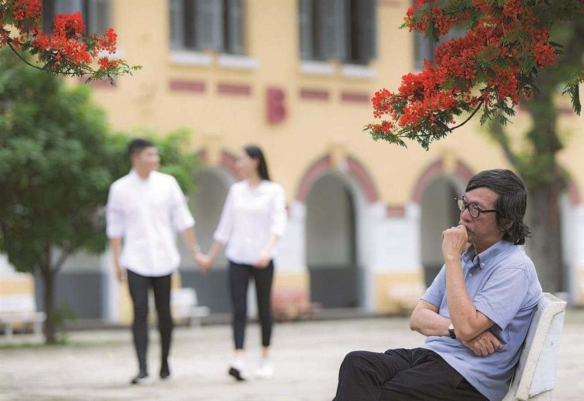 """Bat ngo hoan canh Do Trung Quan sang tac """"Chut tinh dau"""" tho mong"""