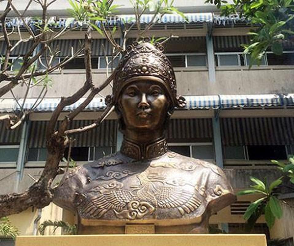 Chan dung ba hoang song qua 10 doi vua Trieu Nguyen-Hinh-2