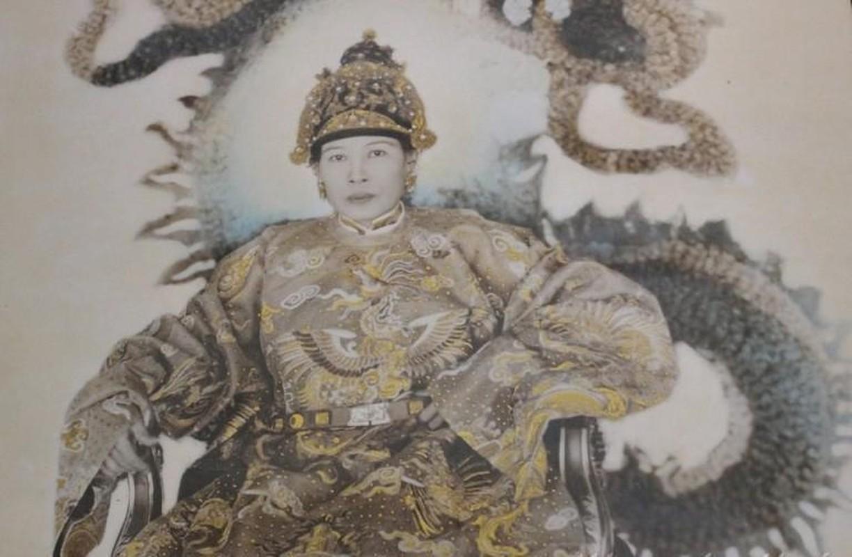 Chan dung ba hoang song qua 10 doi vua Trieu Nguyen-Hinh-3