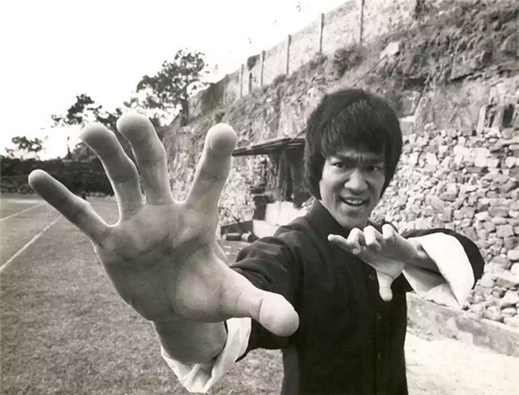 Chung so nuoc va be boi den muc am anh cua Ly Tieu Long