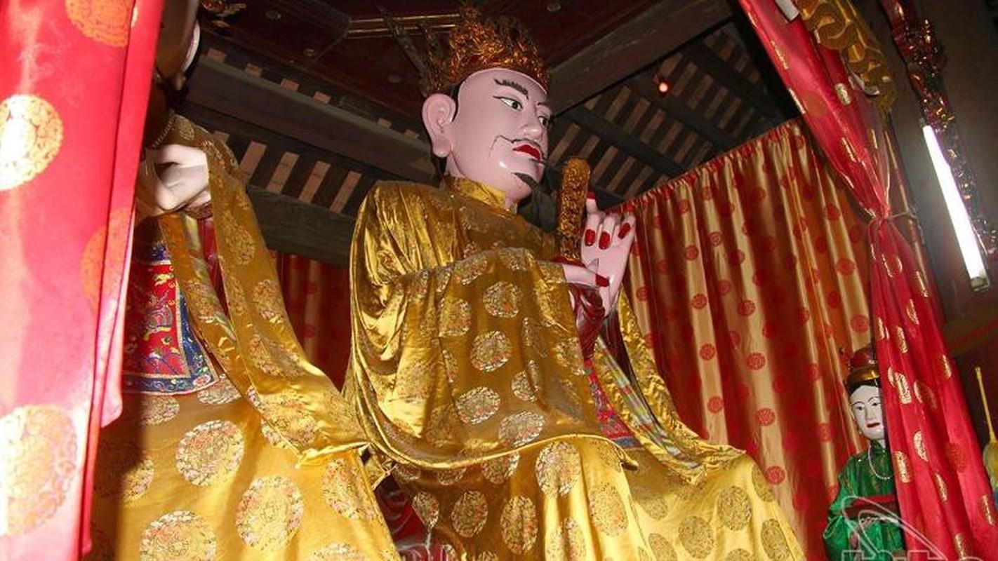 Tuong Viet nao khien Tan Thuy Hoang nghieng minh ne phuc?