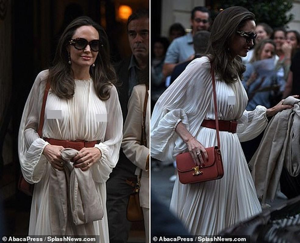 Angelina Jolie 'dot mat' nguoi tren pho voi thoi trang vay xep nep 'tha rong' vong mot-Hinh-4