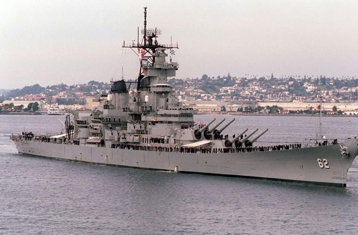 USS New Jersey (BB-62) là chiếc thứ 2 thuộc lớp thiết giáp hạm Iowa, có lượng giãn nước lên tới 58.000 tấn, dài 270,54m, rộng 33m, mớn nước 8,8m, thủy thủ đoàn 1.921 người. Con tàu được bọc giáp dày 290-300mm quanh thân, lên tới 500mm ở tháp pháo.